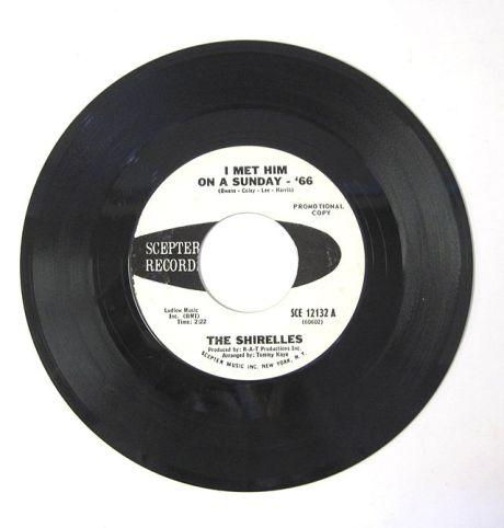 The_Shirelles_-_I_Met_Him_on_A_Sunday_1966